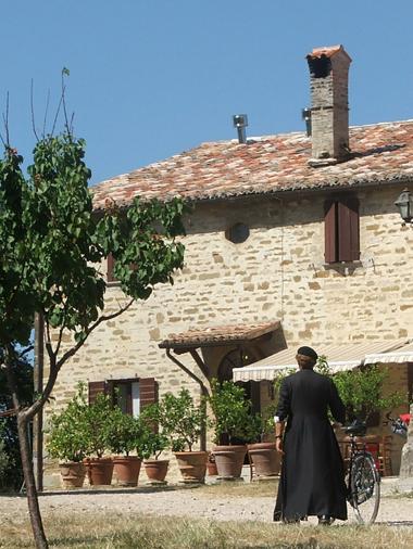 Don Matteo presso Agriturismo Le Volte a Gubbio
